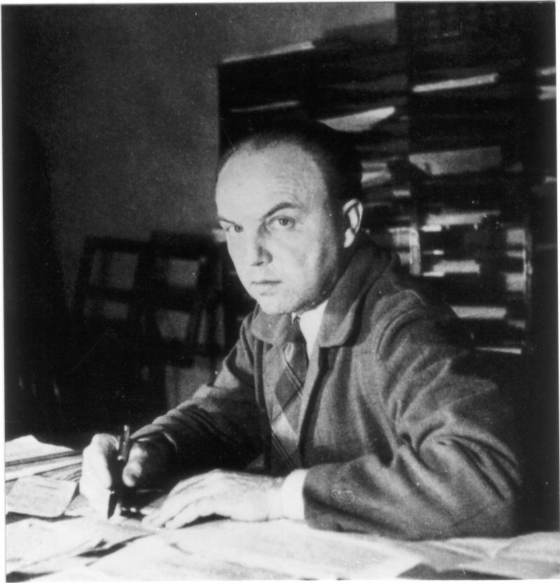 Portrait Ernst Krenek am Schreibtisch sitzend, Hamline University St. Paul Minnesota 1942
